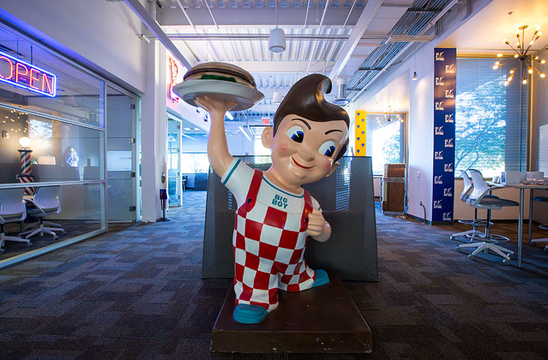 Big Boy statue holding hamburger in the1950s themed 1951@ SkySong office